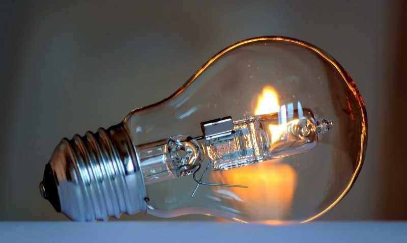 Почему в квартире часто перегорают лампочки
