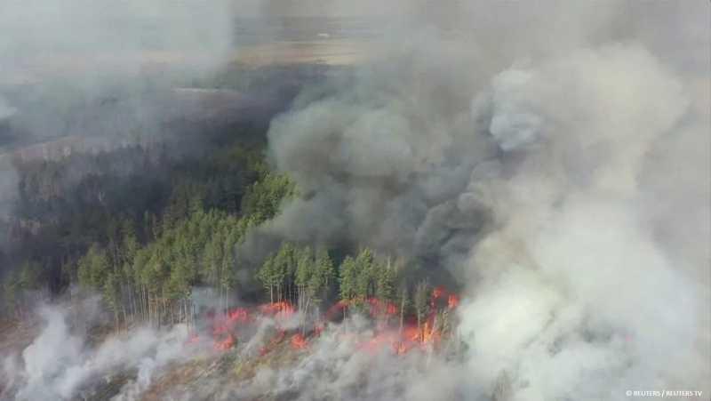 2020 год хватку не теряет, и вот уже несколько дней горит Чернобыль