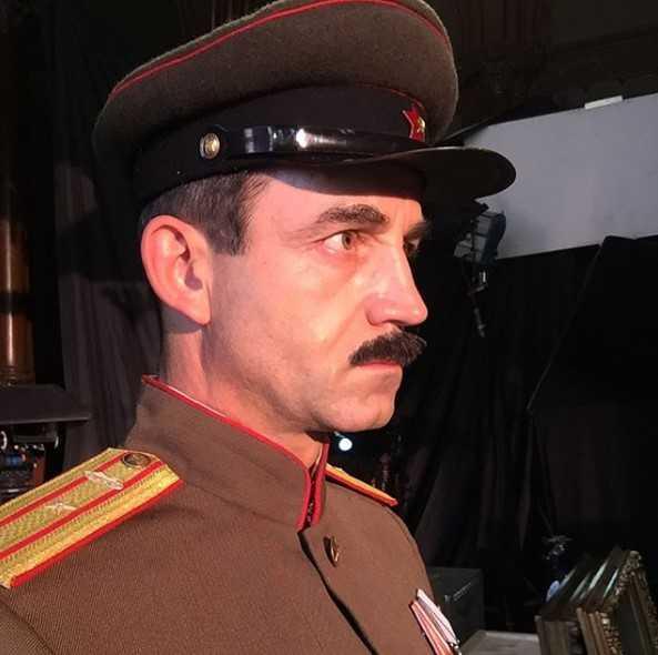 Создатели фильма «На Париж» подают в суд на Евгения Баженова