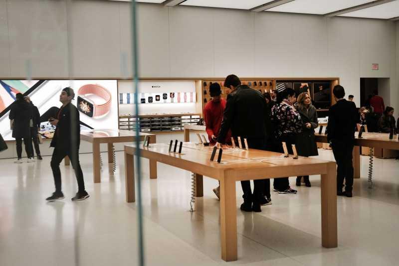 Американец требует от Apple 1 триллион долларов!