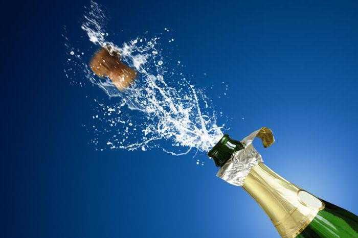 С какой скоростью вылетает пробка от шампанского?