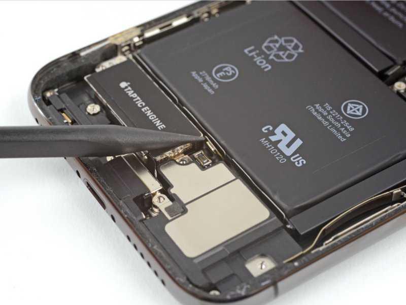 Apple запрещает пользователям менять аккумуляторы iPhone самостоятельно