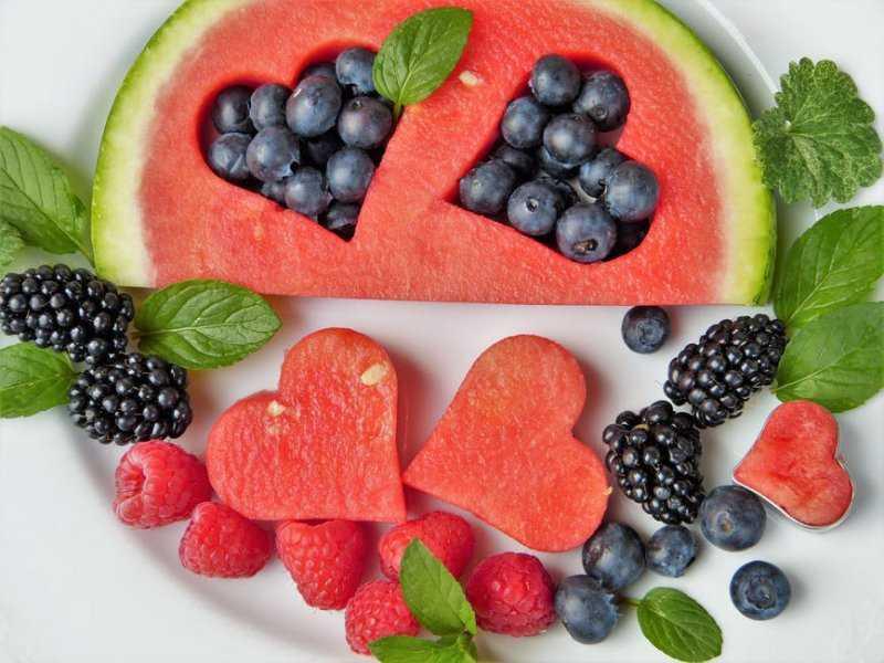 1571224111 fruit fruits heart blueberries 442408 - 6 фруктов и ягод, которые мы чистим неправильно