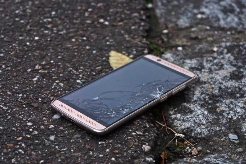 Разбил телефон из-за надоедливого рингтона