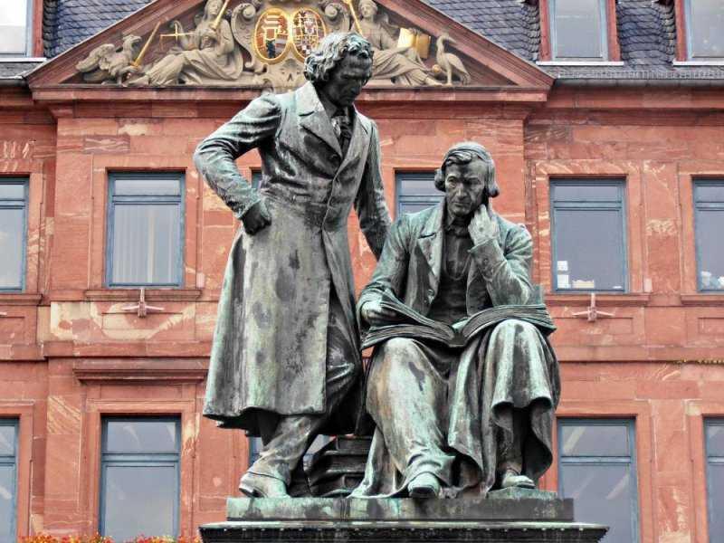 За что на самом деле немцы уважают братьев Гримм: 5 малоизвестных фактов о знаменитых сказочниках