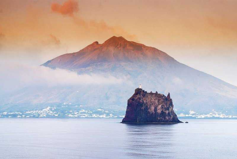 Вулкан Стромболи – уникальный памятник природы