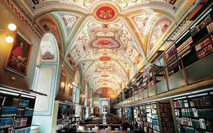 Тайны библиотеки Ватикана: что хранят 85 километров засекреченных стеллажей