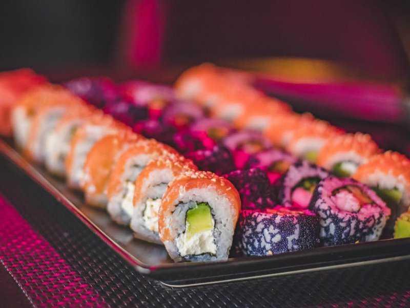 Ниотамори: обнажённые подносы для суши
