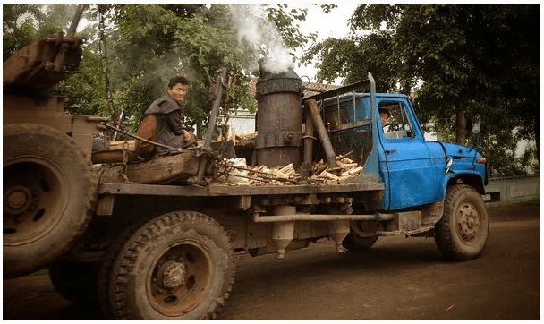 Машины на дровах в Северной Корее