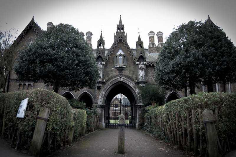 Городские легенды: Хайгейтское кладбище и его вампиры