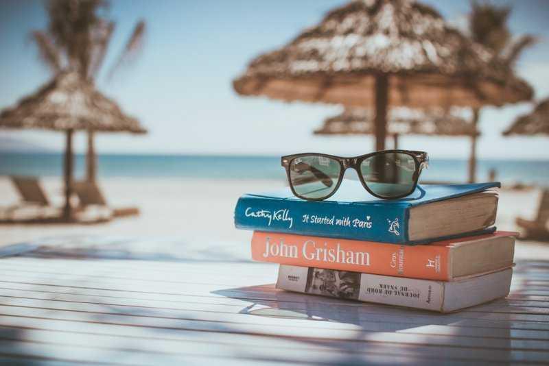 10 лучших книг для чтения в отпуске