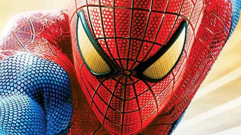 Косплеер создал высокотехнологичную маску Человека-паука с подвижными линзами