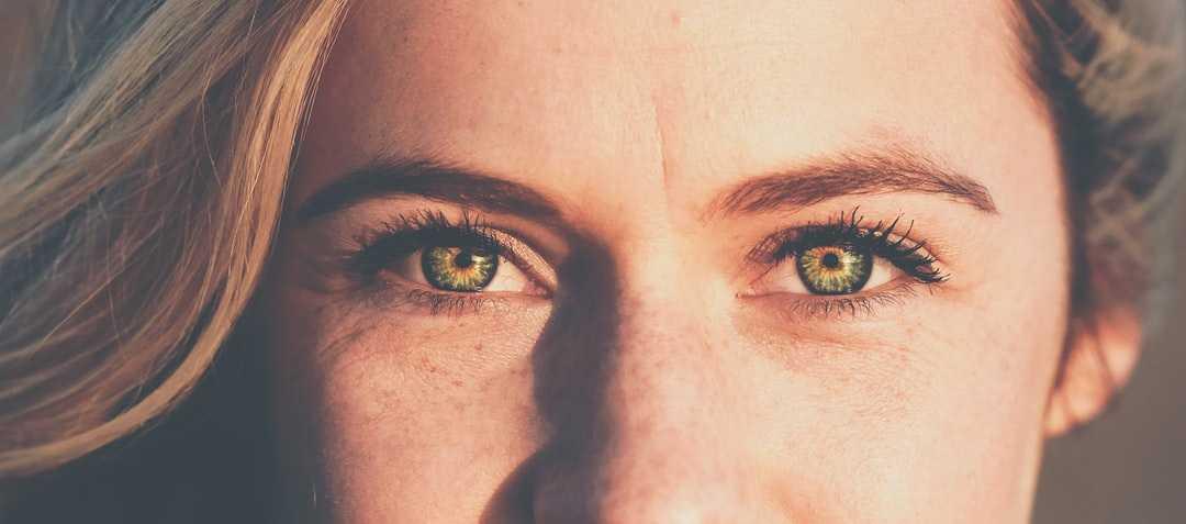 Исследование: человек теряется во времени, когда смотрит кому-то в глаза