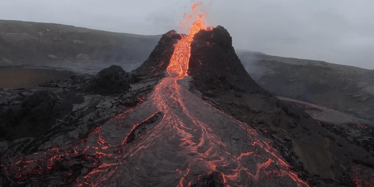 В Исландии выставили на продажу проснувшийся вулкан Фаградальсфьядль