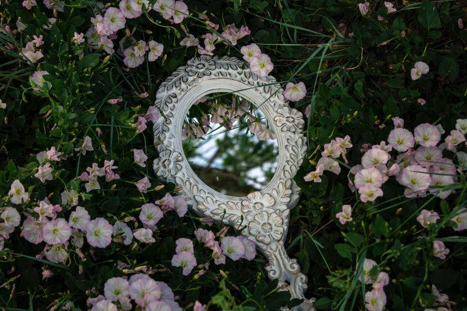 pexels photo 6049008 - Мифология зеркала