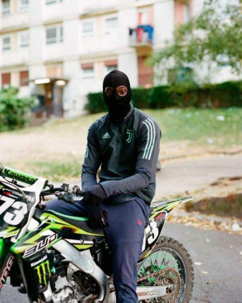 barselona 11 1024x1282 1 - На дне Парижа: как живут обитатели французского гетто