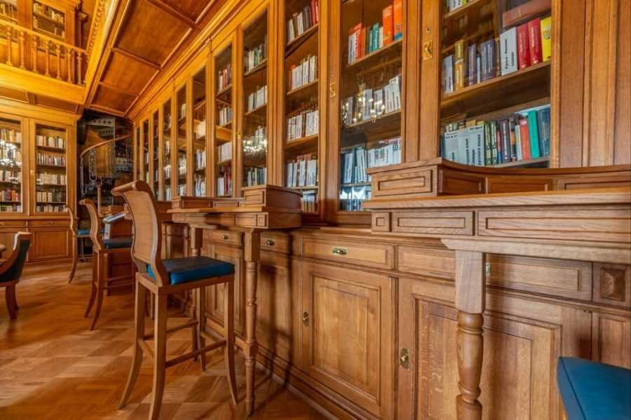 Библиотека Маяковского в Санкт-Петербурге разрешит взять домой 50 книг. Вернуть их нужно будет только в октябре
