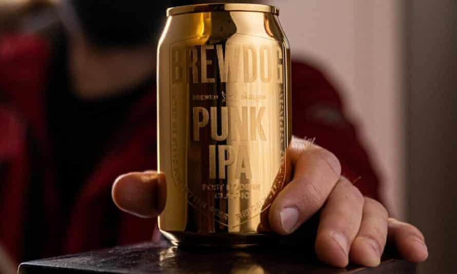 Пивоварня Brewdog утверждала, что спрятала в ящики банки «из золота»: оказалось, что они из латуни