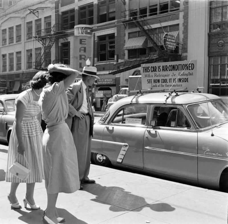 1952 ford air conditioner 3 - Холодный воздух навынос: как охлаждали автомобили до эпохи кондиционеров
