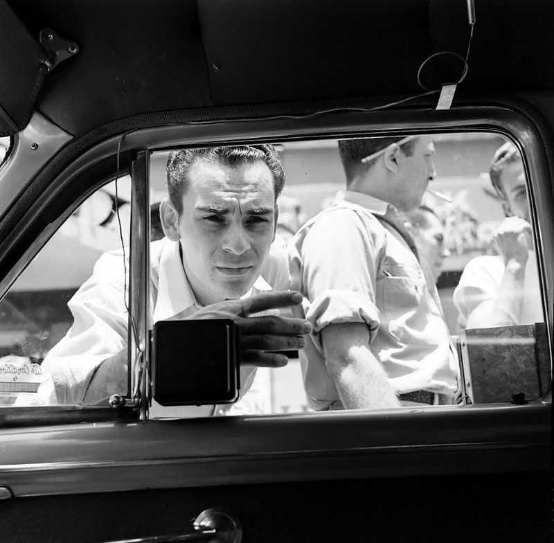 1952 ford air conditioner 4 - Холодный воздух навынос: как охлаждали автомобили до эпохи кондиционеров
