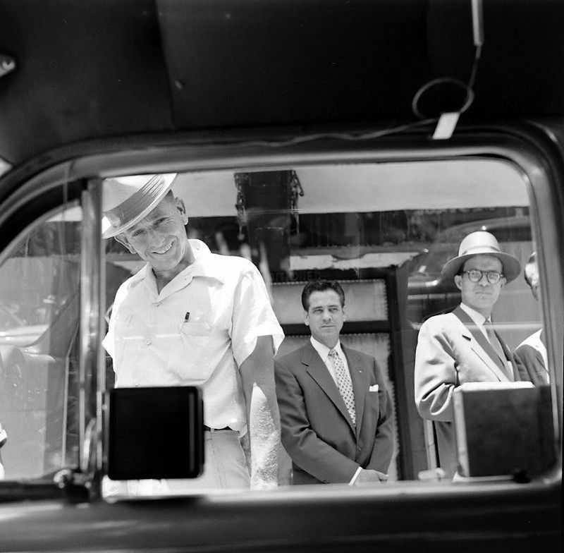 1952 ford air conditioner 6 - Холодный воздух навынос: как охлаждали автомобили до эпохи кондиционеров
