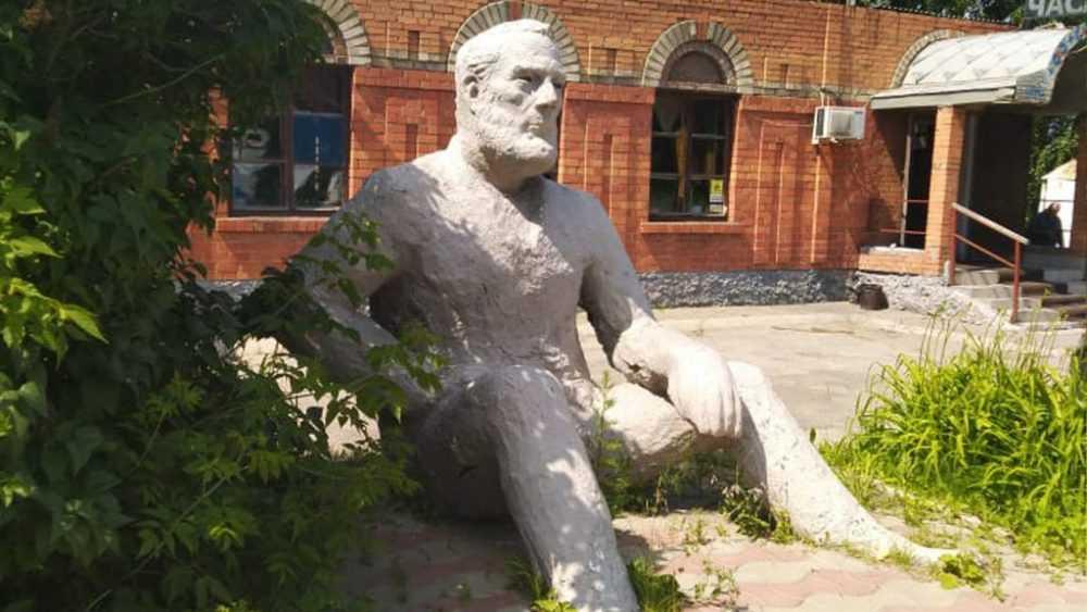 «Интеллигентный человек вынужден иногда напиваться»: каким был Эрнест Хемингуэй