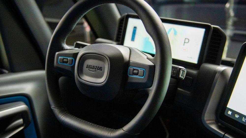 Amazon начал следить за своими водителями с помощью умных камер. Нейросеть оценивает их работу, присваивает рейтинг и определяет зарплату