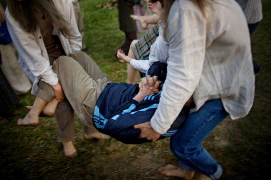 solnczestoyanie 14 1024x682 1 - Солнцестояние: прыжки через костер идругие языческие обряды— вобъективе норвежского фотографа