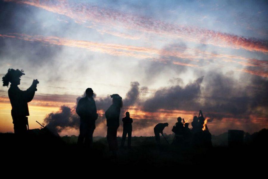 solnczestoyanie 7 1024x683 1 - Солнцестояние: прыжки через костер идругие языческие обряды— вобъективе норвежского фотографа