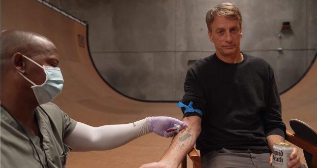 Тони Хоук выпустил серию скейтбордов, покрытых его собственной кровью