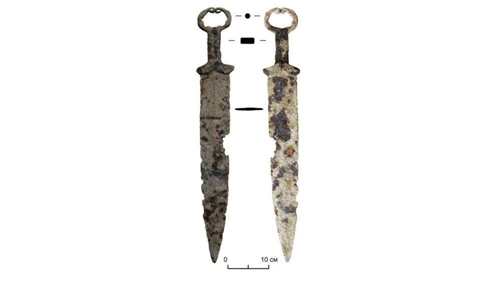 В Сибири сдали в металлолом древний меч железного века