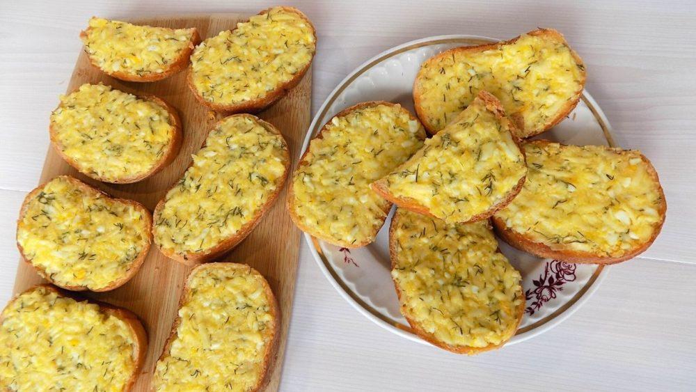 Горячие бутерброды с яйцом и плавленным сыром