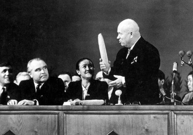 Никита Хрущев— суперзвезда. 10песен овеликом исмешном советском лидере