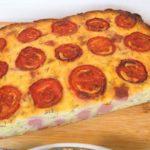 Пирог из кабачков с колбасой приготовленный в духовке