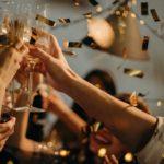 Любители вечеринок лучше справляются со стрессом и депрессией, говорят ученые