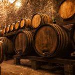 Почему выдержанные вина стоят дороже невыдержанных и отличается ли их вкус?