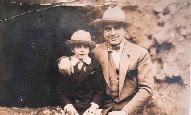 3064 - Внуки Аль Капоне выставили его вещи на аукцион